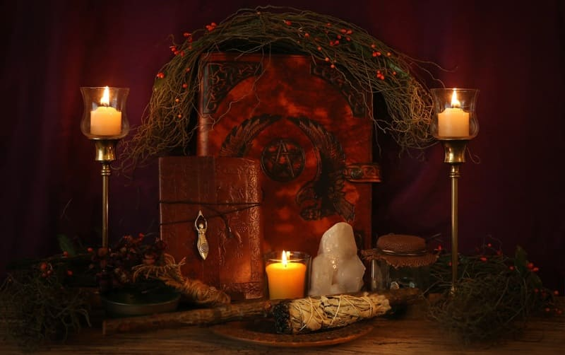 Pagan Altar - Decorating Wiccan Altars For The Deity