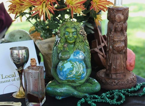 Pagan altar - decorating Wiccan Altars in your own personal way