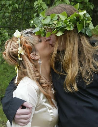 Wiccan girl and boy kissing - Wicca fertility goddess